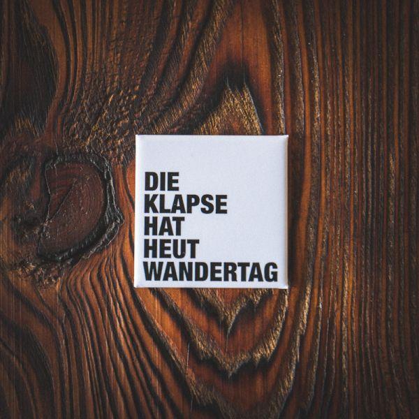 "Magnet ""DIE KLAPSE HAT HEUT WANDERTAG"" (weiss)"